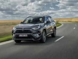 Do Česka přijíždí vrcholná Toyoty RAV4 Plug-in hybrid. Má velký čtyřválec a tři elektromotory
