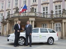 Elektrická Octavia jezdí na Pražském hradě