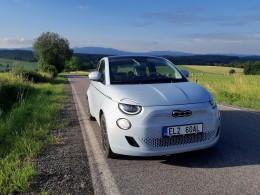 Test: Fiat 500e La Prima rozdává úsměvy na všechny strany