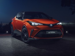 Nová Toyota C-HR přináší silnější hybridní pohon a inovované tvary