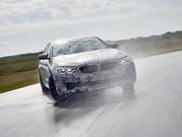 Nové BMW M5 dostalo pohon všech kol, který lze rozpojit a driftovat