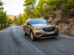 Opel Grandland X dostal silný turbodiesel, osmistupňovou převodovku a novou výbavu