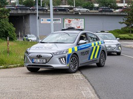 Policisté budou jezdit elektromobily s dojezdem až 311 km