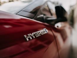 Polovina řidičů by při příštím nákupu auta zvažovala hybrid