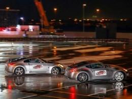 Rekord nejdelšího souběžného driftování dvou vozů má Nissan