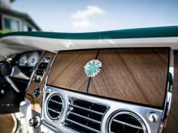 Rolls-royce představil smaragdem vykládaný Dawn