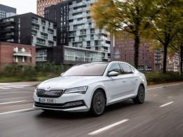 Škoda Superb přijíždí v plug-in hybridní variantě iV a nabízí dojezd až 930 km