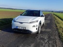 Test: Hyundai Kona Electric nezkresluje dojezd a v silnějším provedení Power je zábavná