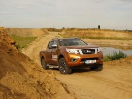 Test: Nissan Navara už není dělníkem v montérkách