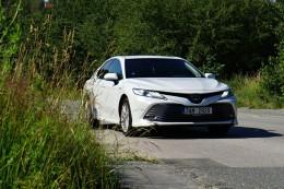Test: Toyota Camry je hybrid, který umí mile překvapit cenou i spotřebou