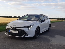 Test: Toyota Corolla 2.0 GS Hybrid - Corolla nemusí být nudná
