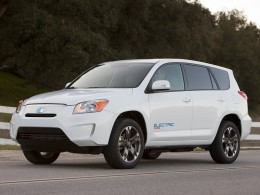 Toyota a Tesla hodlají vyrábět elektromobil RAV4