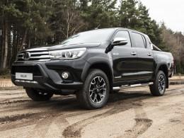 Toyota Hilux má padesátiny a slaví je speciální edicí Invincible 50 Chrome Edition