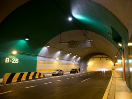 Tunel Blanka toho za šest let zažil hodně, nehody, požáry aut, ale i chodce tlačící popelnici