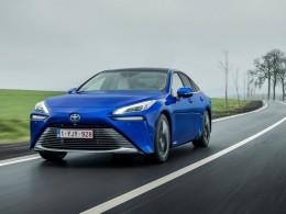 V Paříži začne jezdit 600 nových vodíkových taxi Toyota Mirai