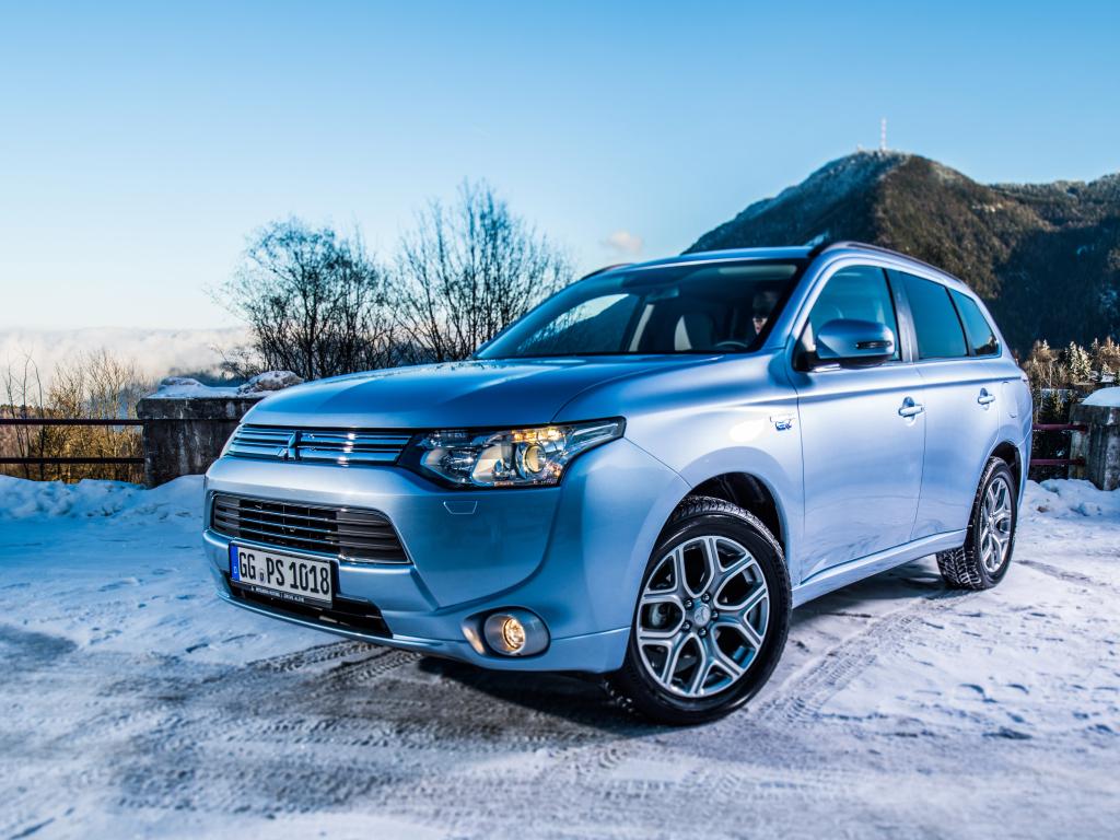 Mitsubishi Outlander PHEV hlásí přes 12.000 objednávek