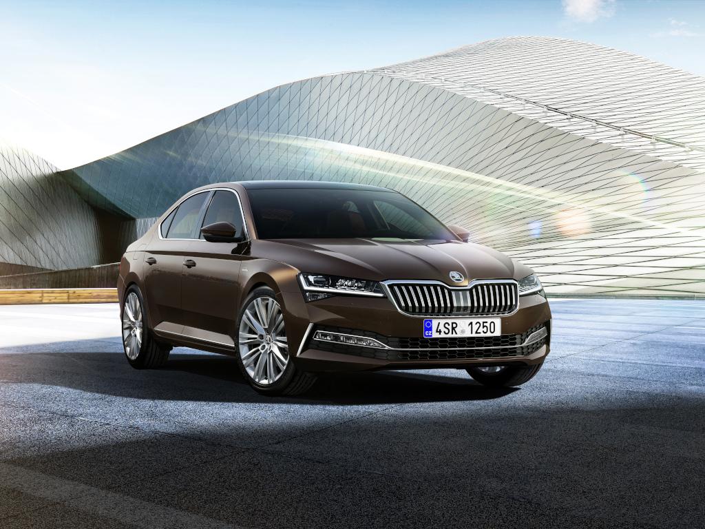 Modernizovaná Škoda Superb nabízí tři infotainment systémy, dva z nich mají navigaci