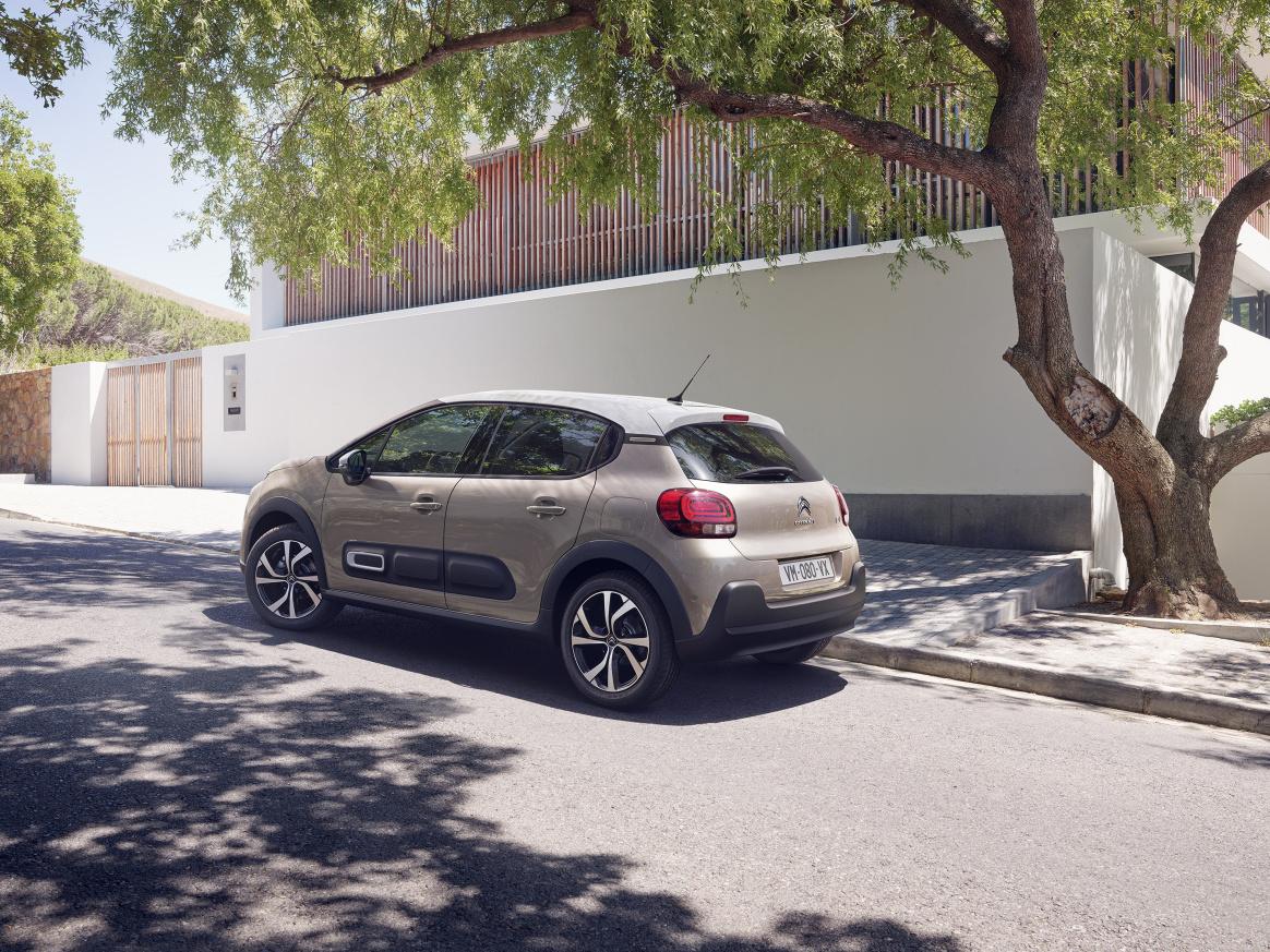Modernizovaný Citroën C3 stojí stejně jako základní Fabie, má ale silnější motor