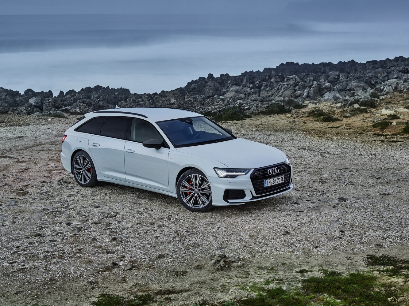 Na novou plug-in hybridní verzi Audi A6 Avant 55 TFSI e quattro stačí dva miliony korun