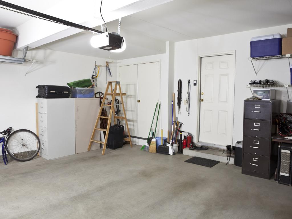 Nepostradatelné vybavení do garáže, které ušetří čas i námahu