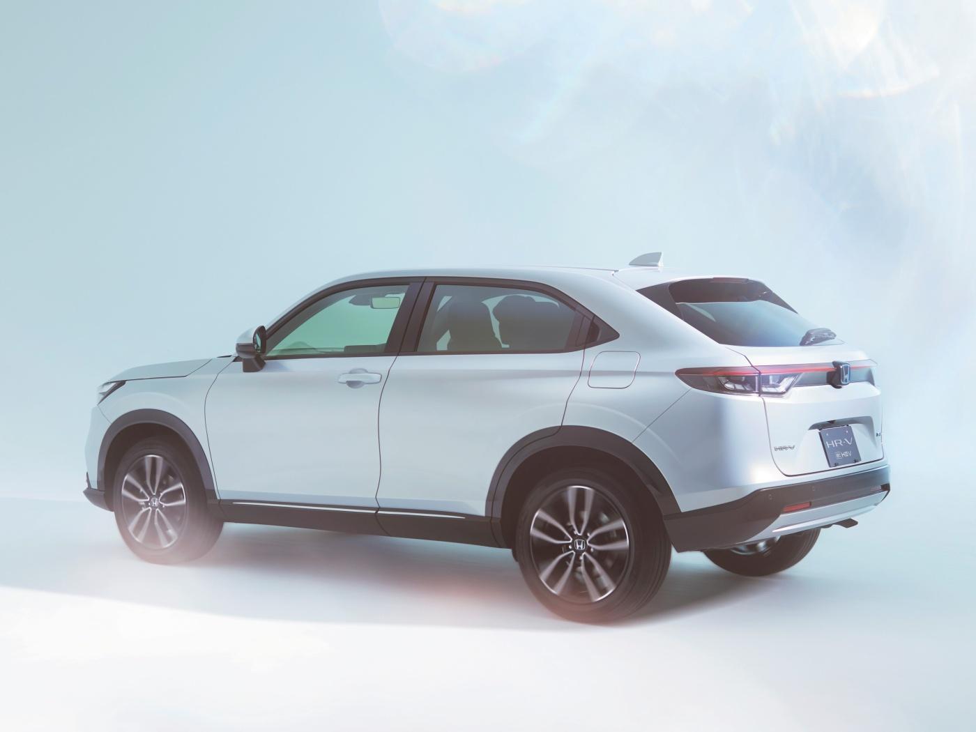 Nová Honda HR-V bude jen hybrid, magická sedadla ale chybět nebudou