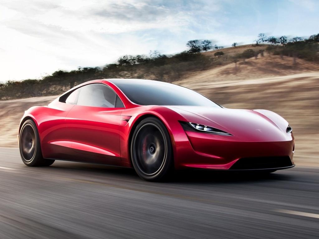 Tesla Roadster prý zadupe běžná auta do země