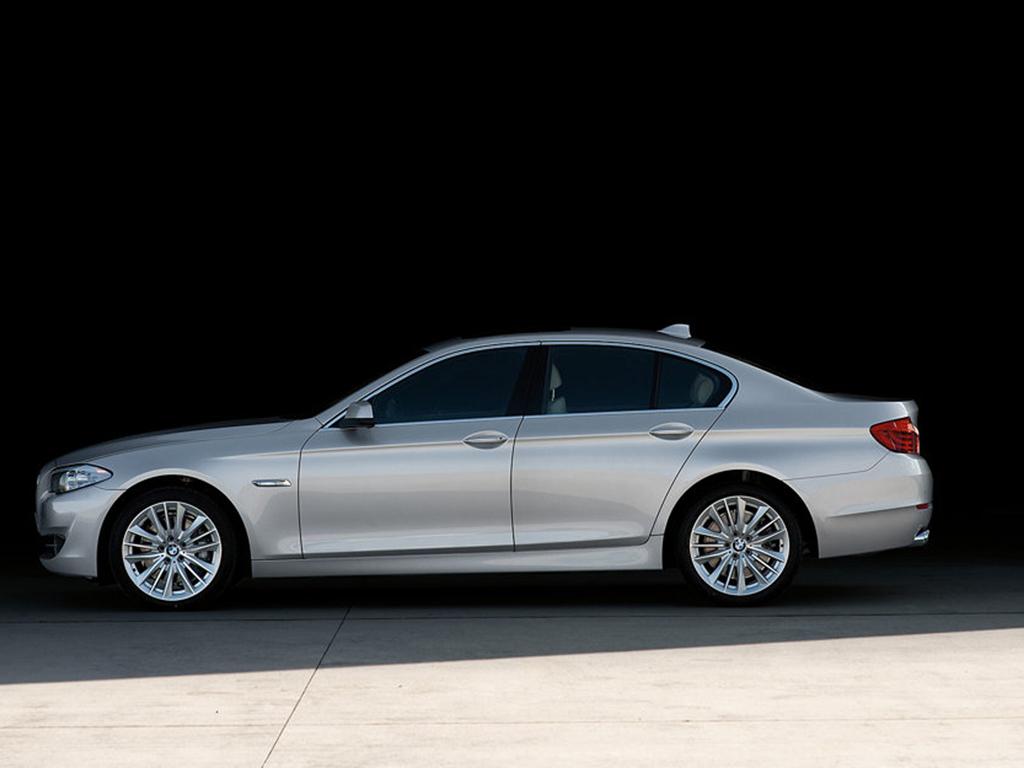 Nov� BMW �ady 5: Front�ln� �tok na Stuttgart.