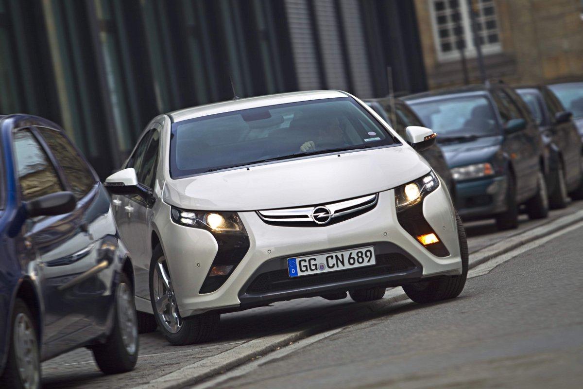 Opel Ampera: Elektromobil pro každodenní provoz