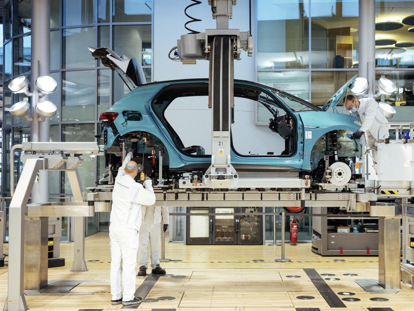 Podívejte se do zákulisí výroby elektrického Volkswagenu ID.3