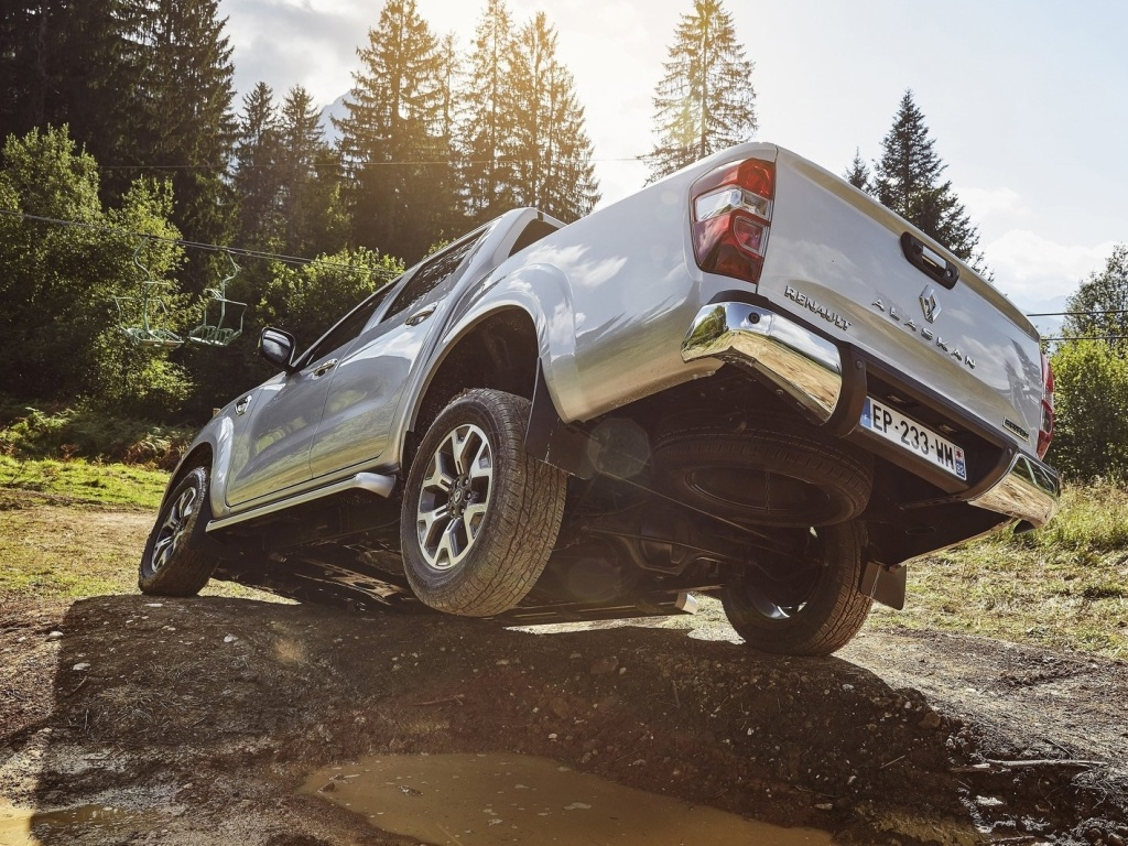 Renault Alaskan - převlečenou Navaru koupíte od 892 859 Kč