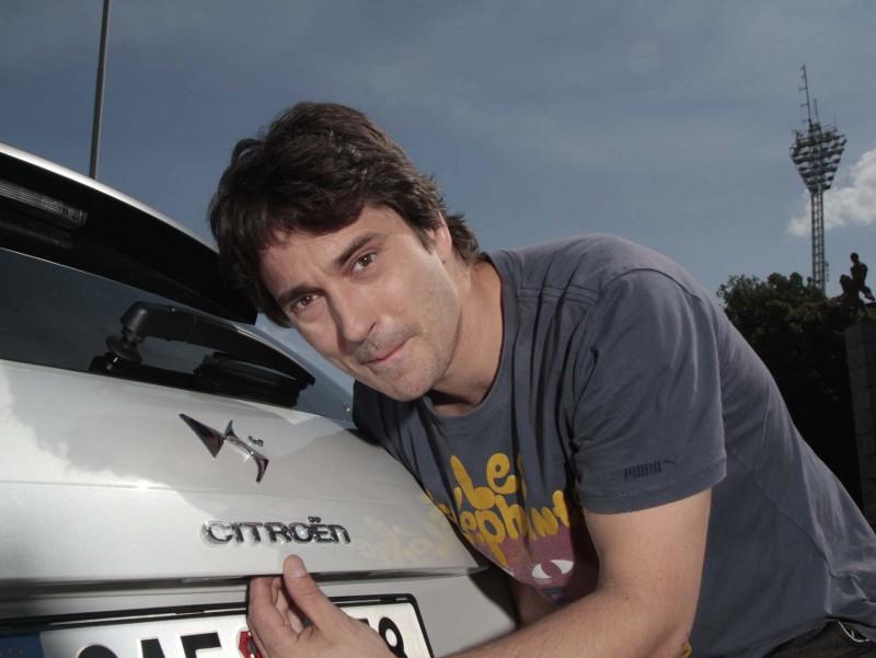 Saša Rašilov jezdí bílým Citroënem DS4