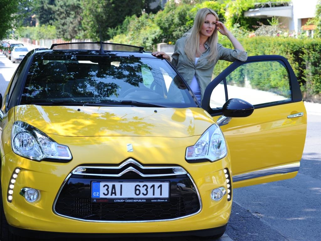 Simona Krainová jezdí Citroënem DS3 Cabrio