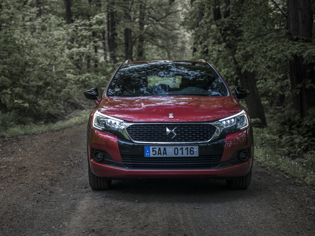 Test: DS 4 Crossback 1.6 BlueHDi EAT6 – recept na (ne)úspěch