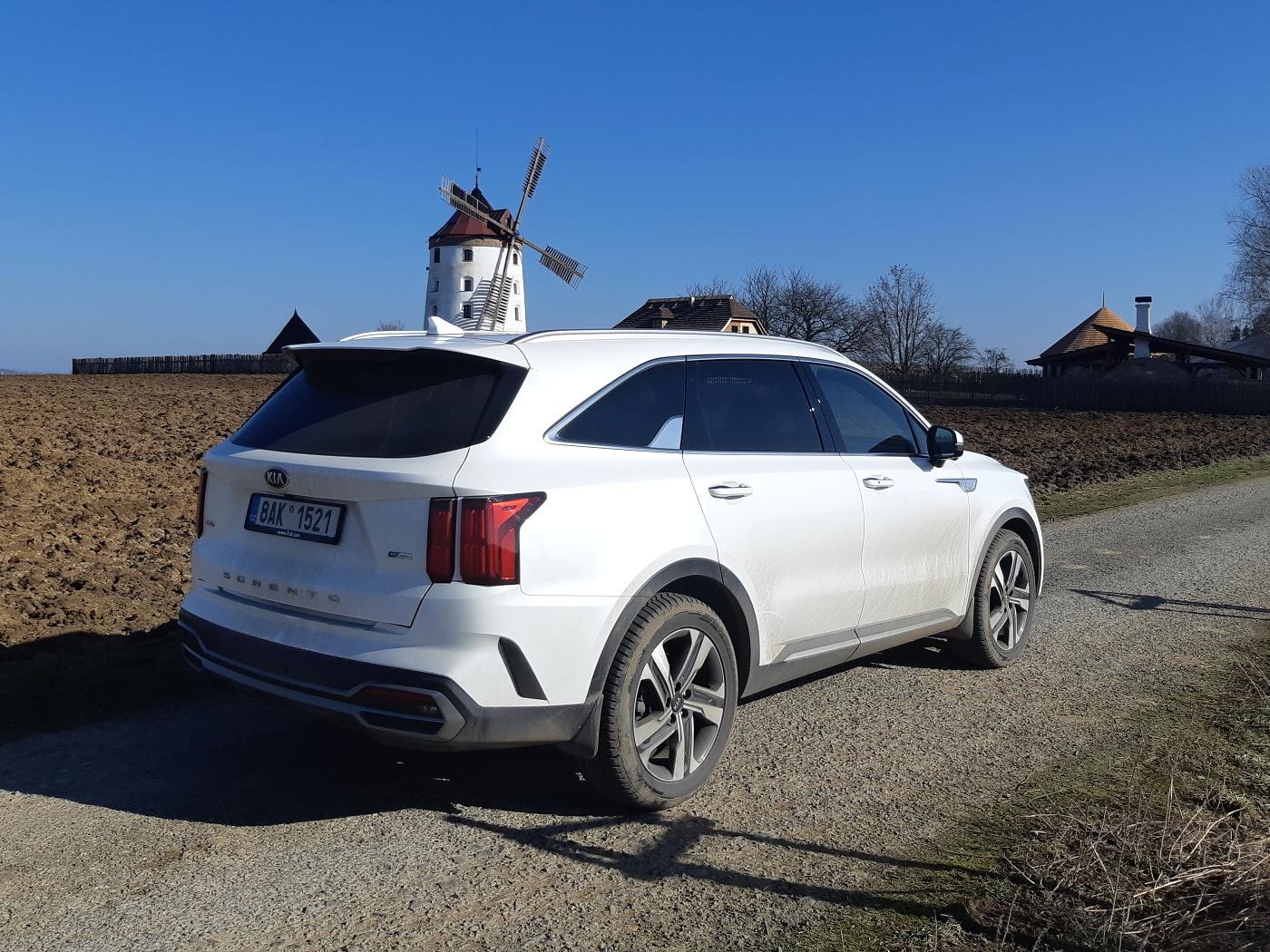 Test: Kia Sorento 1.6 T-GDI HEV - velké SUV nemusí mít diesel