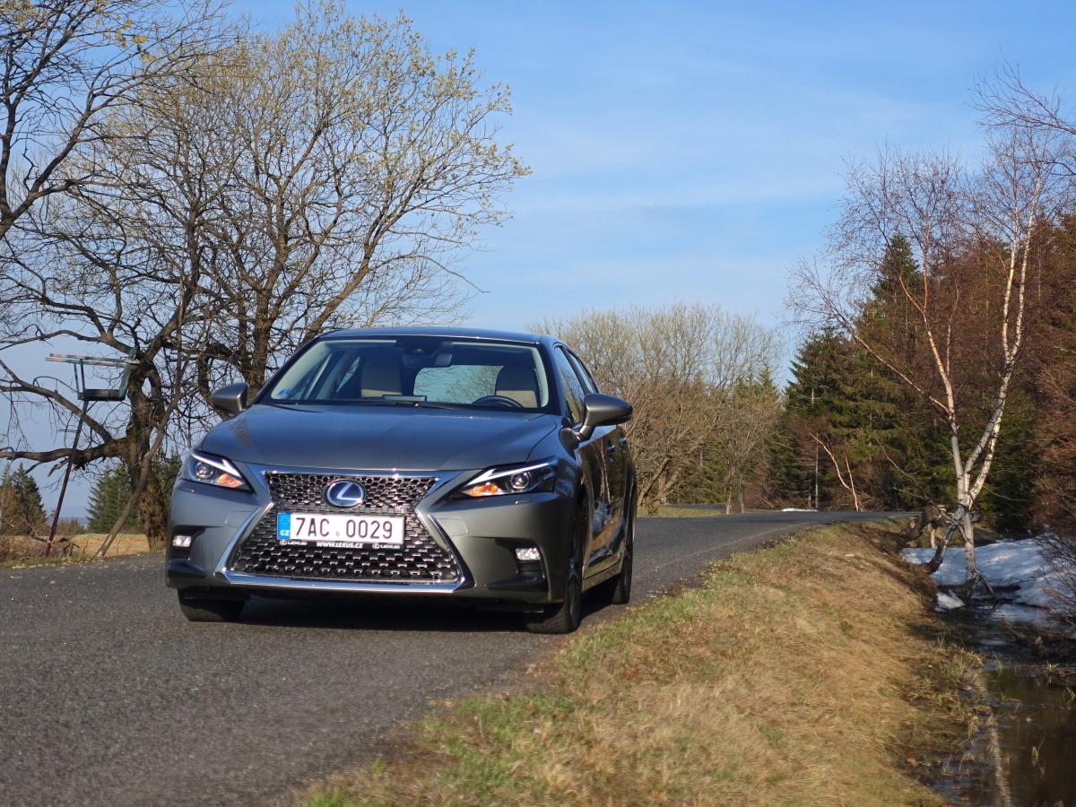 Test: Lexus CT 200h. Hoďte se do klidu!