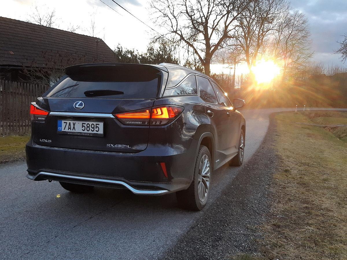 Test: Lexus RX 450h L - vymazlený recept na pohodu