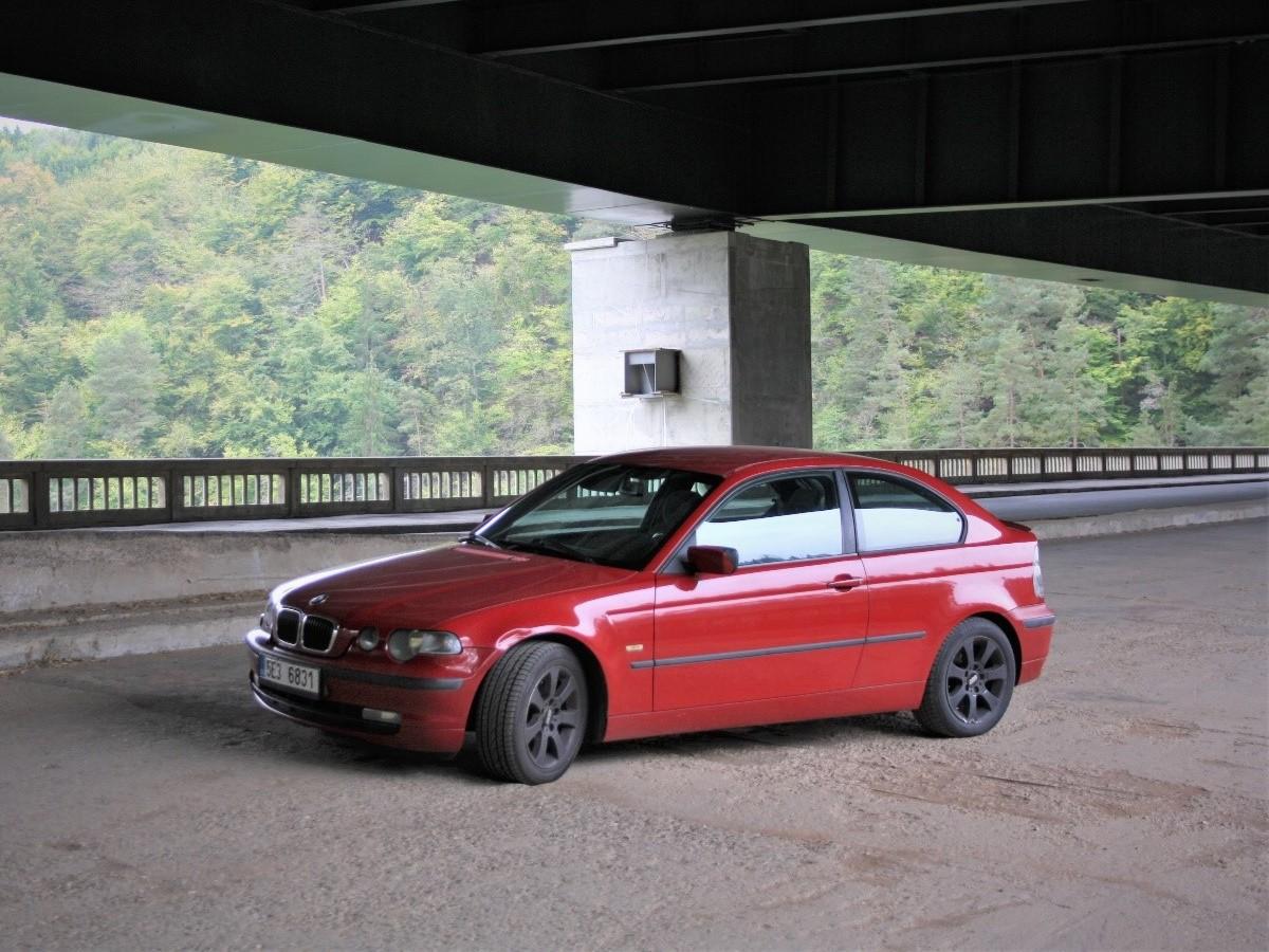 Test ojetiny: BMW e46 Compact – nejošklivější bavorák nebo ideální auto na začátek?