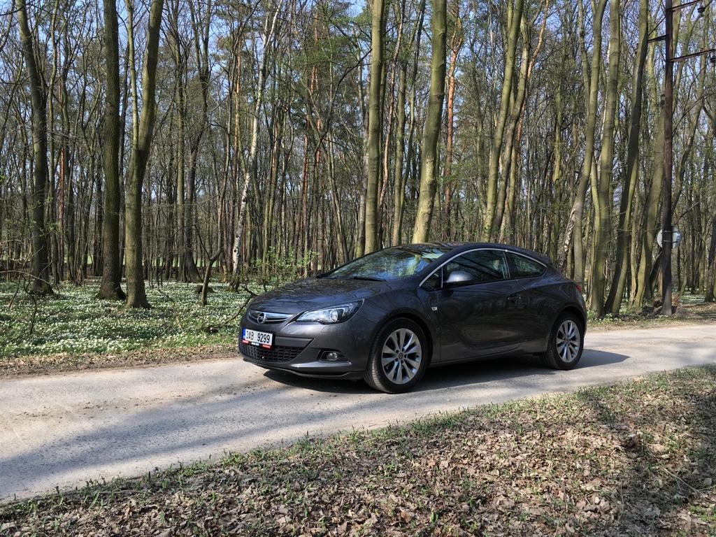 Test ojetiny: Opel Astra GTC 2.0 CDTI - nenápadná krasotinka