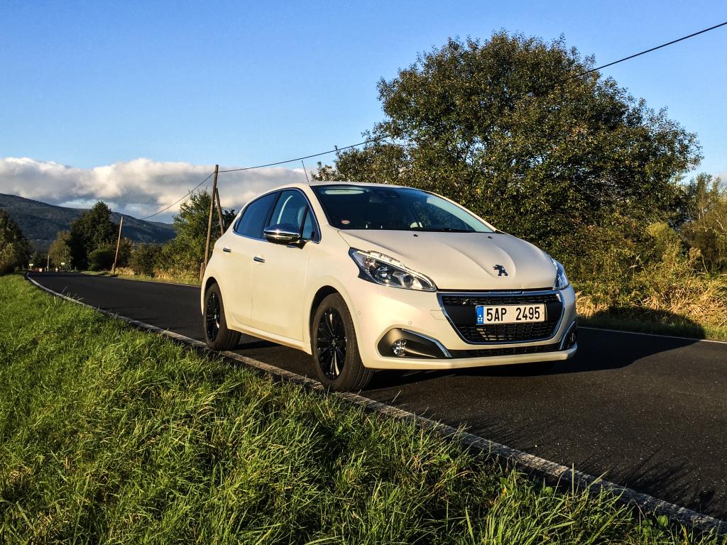 Test: Peugeot 208 1.2 PureTech 110k EAT6 – umění okouzlit
