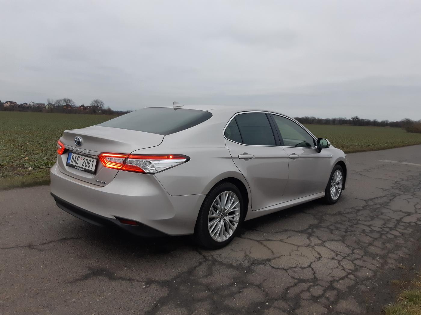 Test: Toyota Camry 2.5 Hybrid - klid a pohodlí za rozumné peníze