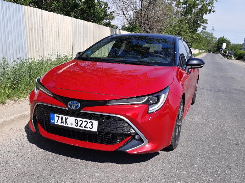 Test: Toyota Corolla 1.8 Hybrid - návrat legendy ve skvělé formě