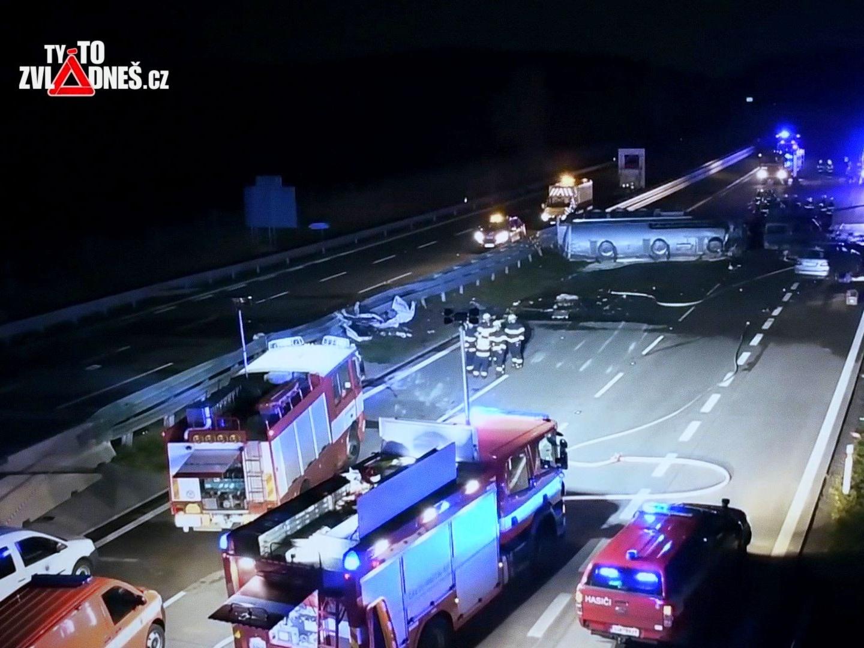 Třetina dopravních nehod na dálnicích se stane v noci za minimálního provozu