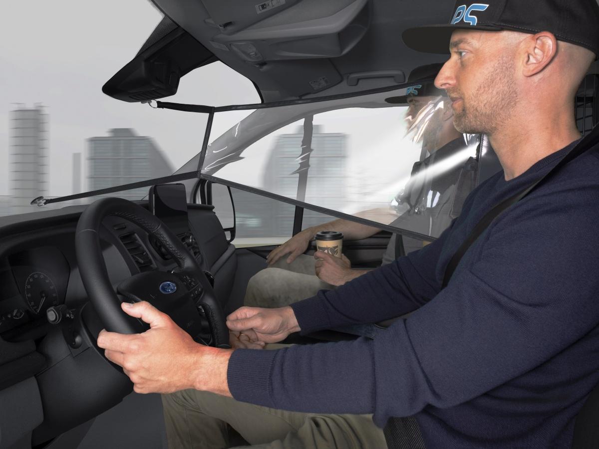 Ve Fordech Transit a Tourneo roušky nepotřebujete. Modrý ovál zavádí nové ochranné přepážky
