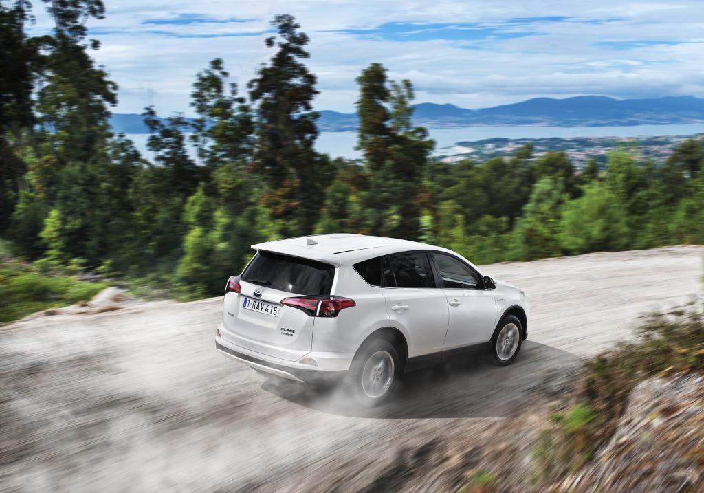 Video: Nová Toyota RAV4 v pohybu a její technické vymoženosti