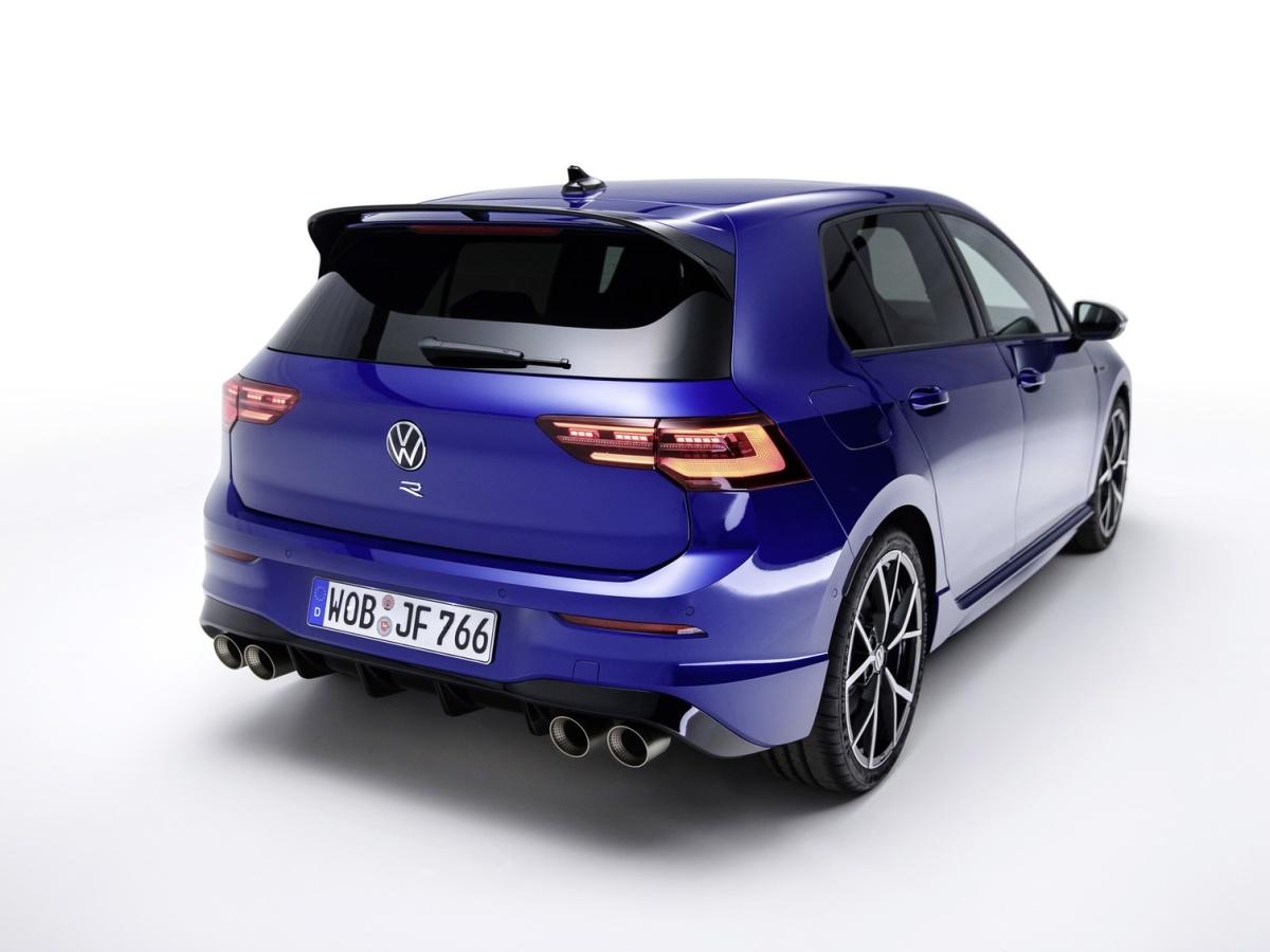 Volkswagen Golf R je tady. Umí stovku pod pět sekund, maximálku 270 km/h a má boží zvuk