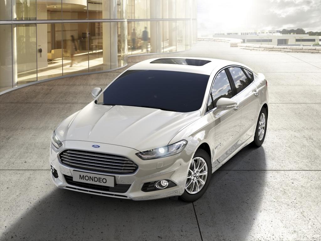 Vyrobeno první hybridní Ford Mondeo HEV