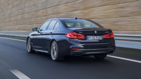 Ostrý charakter BMW M550i xDrive dotvářejí brzdy M Sport df6cc630d24